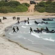 Dal nostro inviato al poligono di Teulada! Sbarchi, mitra, elicotteri, navi, sabbia bianca e mare cristallino! Ecco le immagini!