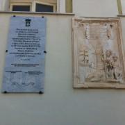 Dura poco la lapide monarchica nella facciata del Palazzo Viceregio di Cagliari! La presidente Quaquero ne ordina l'immediata rimozione. Indietro Savoia!