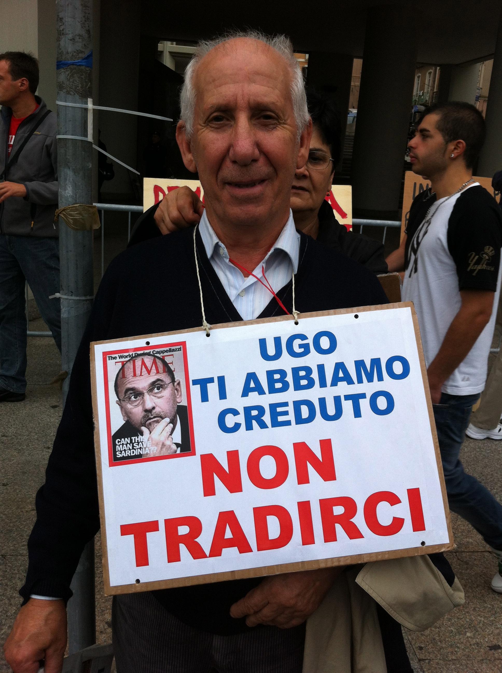 Curiosa manifestazione a Cagliari a favore dell'abusivismo edilizio! Guarda la fotogallery!