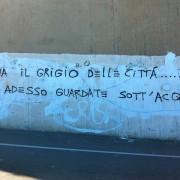 """Ci scrive Paola: """"Ma la partecipazione dov'è? Il murale di Sciola distrutto, nuovo atto della catastrofe cagliaritana"""""""