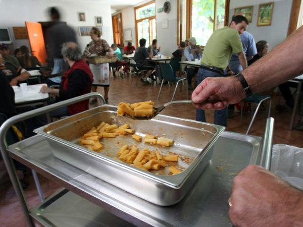 """""""Nelle mense di Cagliari le scorte di cibo stanno finendo, dateci una mano!"""": appello della Caritas"""