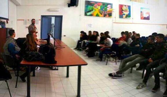 Cari ragazzi, per difendere la democrazia bisogna difendere le minoranze (una mattinata al Liceo Michelangelo)