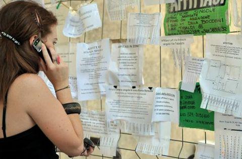 """Bandu pro su contributo """"afitu de domo"""" a sos istudentes : prus de una pregunta"""