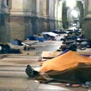 Ma il Comune di Cagliari non può fare niente, proprio niente, per i migranti che dormono in piazza Matteotti?