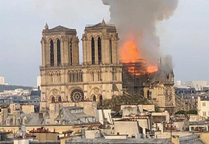 Pensierini #3 – Sgomenti per Notre Dame, con un pensiero a Tuvixeddu, al Poetto, al Chiostro di San Francesco e all'Anfiteatro romano di Cagliari…
