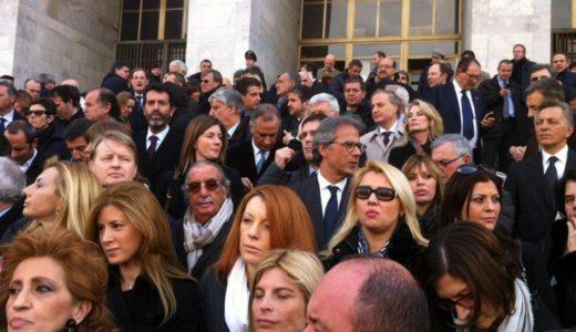 La protesta dei parlamentari del Pdl davanti al tribunale per il processo Ruby e dopo la visita fiscale disposta per l'ex premier (Foto Omnimilano)